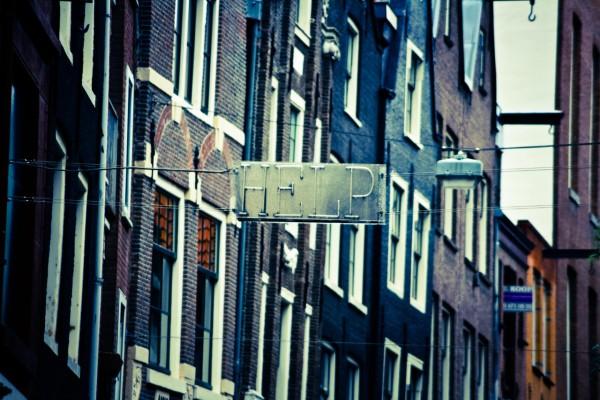 Help sign between buildings